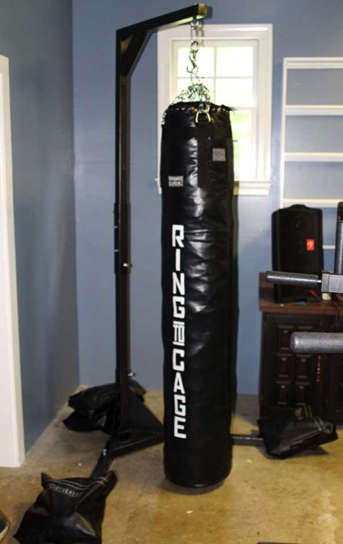 Review Outslayer Muay Thai Heavy Bag Stand Kendall Giles