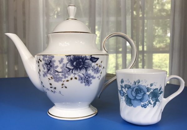 lenox_teapot_with_teacup