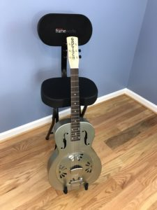 Review: Gator Frameworks GFW-GTR-SEAT Acoustic Guitar Stand