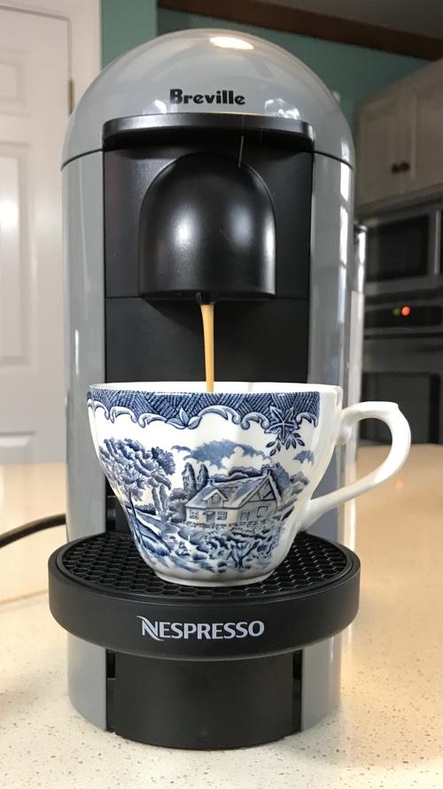 nespresso_vertuoplus_coffee_cup_pour